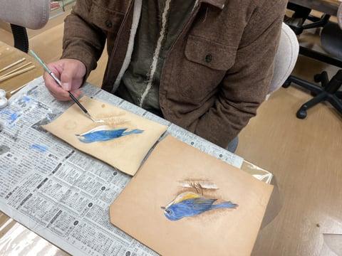 フィギュカービング鳥着色 レザークラフト教室 革工芸教室