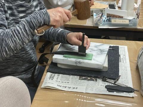 手縫いの穴あけ レザークラフト教室 革工芸教室