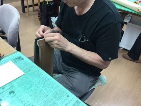 手縫い仕立て中 レザークラフ 教室 革工芸教室