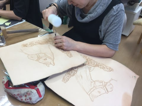 フィギュアカービング馬 写真 レザークラフ 教室 革工芸教室