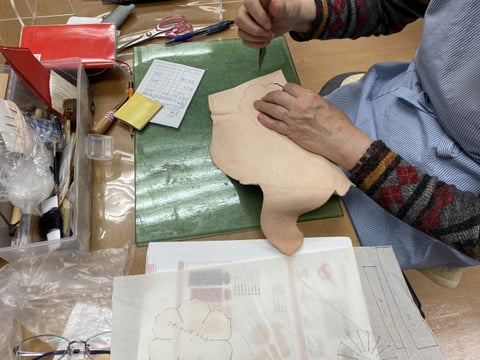 ペンスタンド作成中 レザークラフト教室 革工芸教室