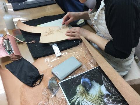 フィギュアカービング鷲 レザークラフ 教室 革工芸教室