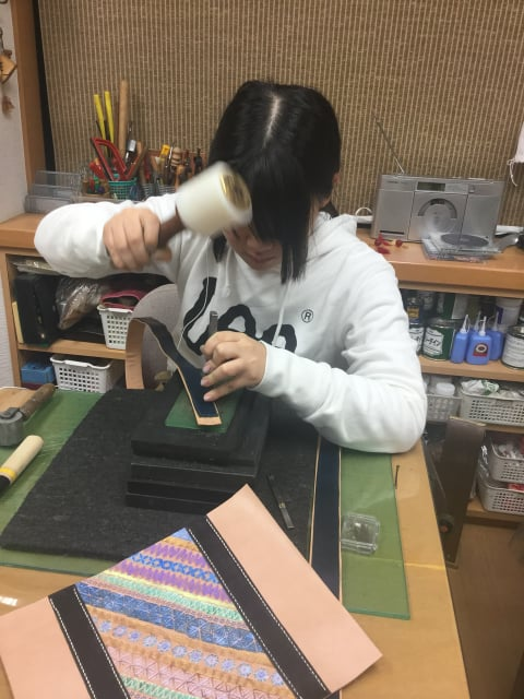 手縫い菱目うち レザークラフト教室 革工芸教室