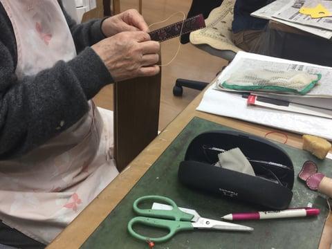 風呂敷ハンドル手縫い中 レザークラフト教室 革工芸教室