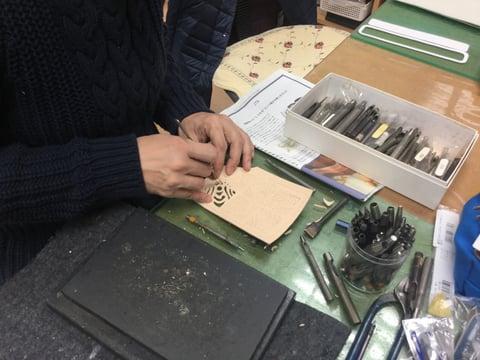 革の切り抜き レザークラフト教室 革工芸教室