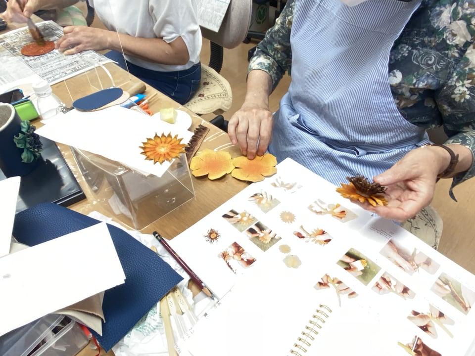 革の眼鏡スタンド レザークラフト教室 革工芸教室