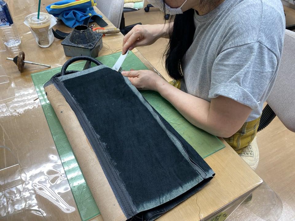 革のバッグ仕立て中 レザークラフト教室 革工芸教室