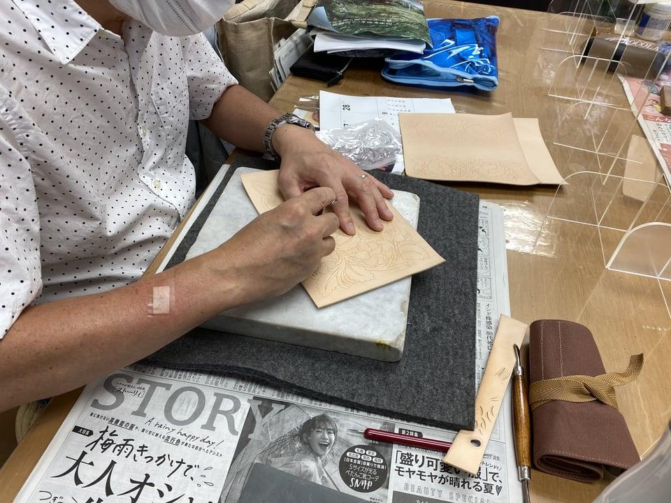 唐草カービング レザークラフト教室 革工芸教室