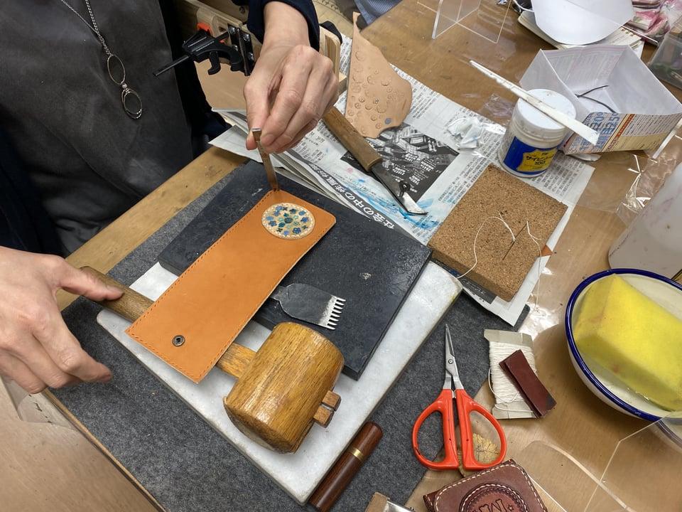 体験受講作品制作中 レザークラフト教室 革工芸教室