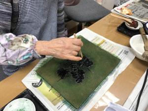 レザークラフト教室 革工芸教室 ロケつ染め染色中