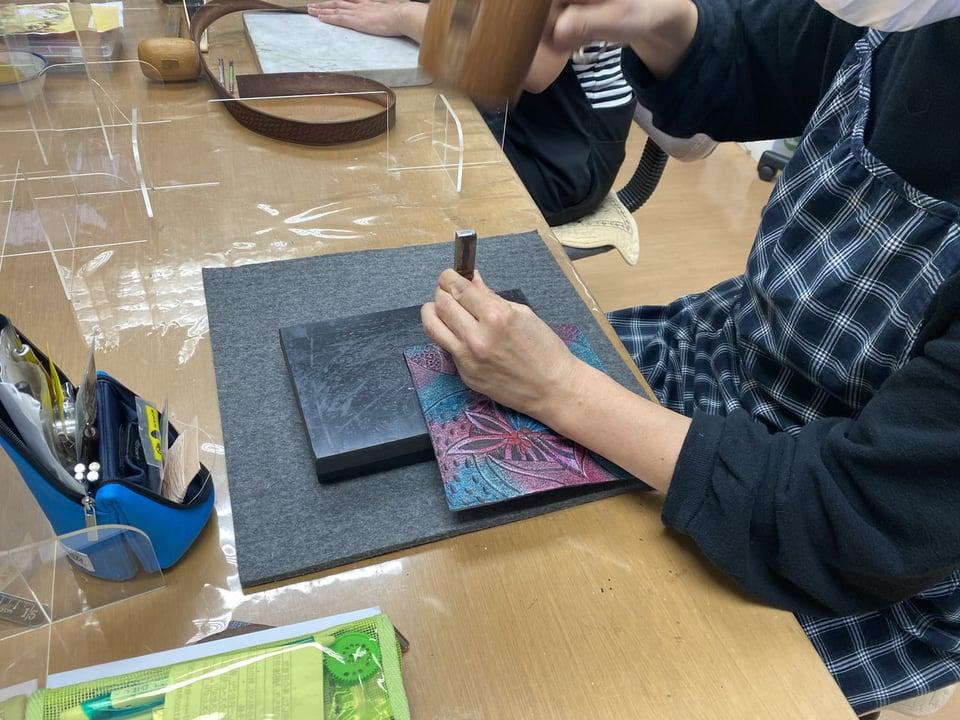 革のメガネボックス レザークラフト教室 革工芸教室