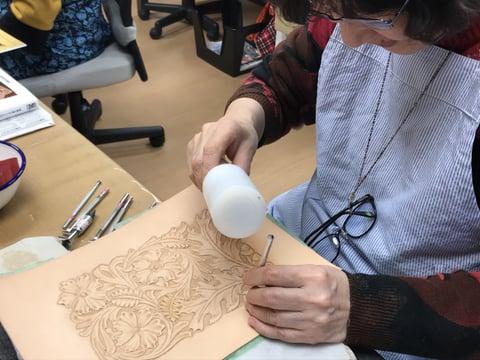 唐草のカービング レザークラフト教室  革工芸教室