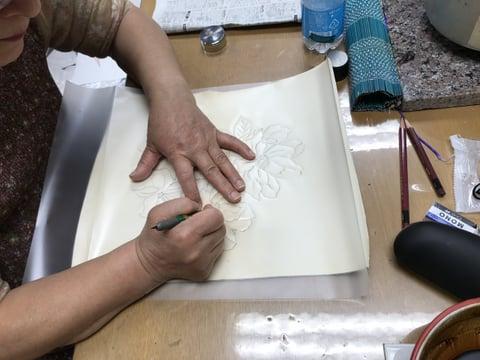 ろうけつ染の絵トレス レザークラフト 教室 革工芸教室