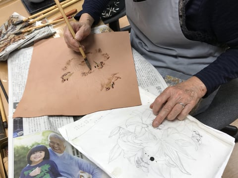 ろうけつ染め百合の花 レザークラフト教室 革工芸教室