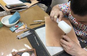 カーブービング中 レザークラフト教室 革工芸教室