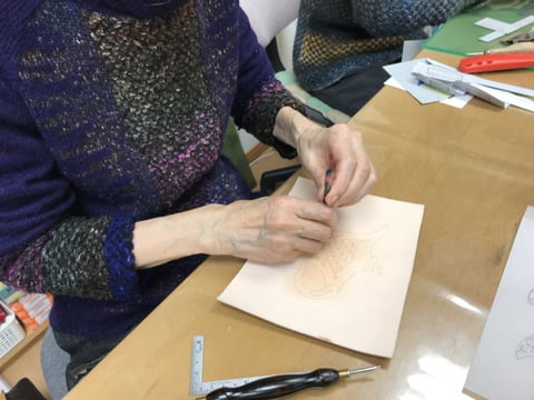 金彩画の模様付け レザークラフト教室 革工芸教室